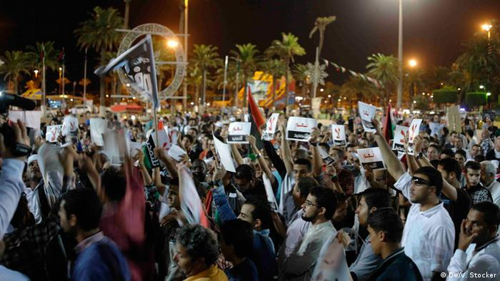 Demonstration against the planned extension of the parliament's legislative period in Tripoli (Photo: Valerie Stocker/DW)