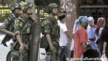 China Bewaffnete Polizisten in Urumqi