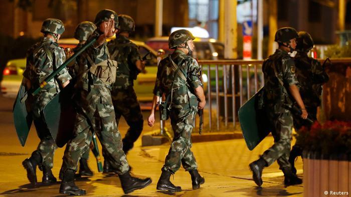 China Bewaffnete Polizisten in Xinjiang