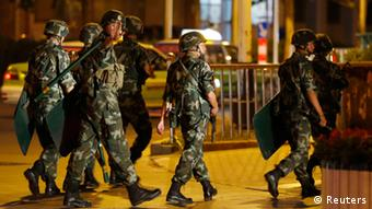 China Bewaffnete Polizisten in Xinjiang (Reuters)
