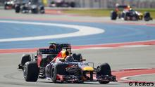 Red Bull Formula One driver Sebastian Vettel of Germany leads the pack during the Austin F1 Grand Prix at the Circuit of the Americas in Austin November 17, 2013. REUTERS/Mike Stone (UNITED STATES - Tags: SPORT MOTORSPORT F1)