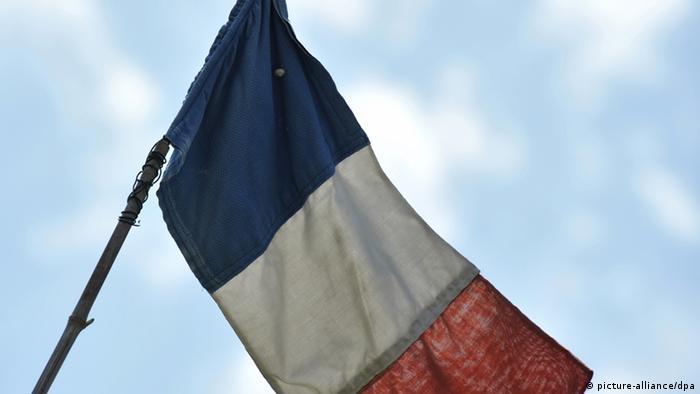 French national flag Photo: Andreas Gebert/dpa