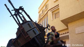 Soldier on a tank  Copyright: Karlos Zurutuza, DW, Tripoli, Nov. 2013