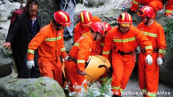 Chinese rescuers carry the body of Hungarian wingsuit flier Viktor Kovats after he died in an accident during a jump at Tianmen Mountain National Forest Park in Zhangjiajie, central Chinas Hunan province, 9 October 2013. A Hungarian wingsuit flier died following an accident during a jump into a gorge in Zhangjiajie, central China, reports said Wednesday (9 October 2013). The body of Victor Kovats was recovered Wednesday from the steep, forested valley floor at Tianmen Mountain National Forest Park in Hunan province,The reports said the highly experienced Kovats apparently died from a head injury after crashing into a cliff side. His 2,290-foot jump Tuesday afternoon was part of preparations for the Second World Wingsuit Championship being held in the park from Oct. 11 to 13. The accidents cause was not immediately known, although the official Xinhua News Agency cited organizers as saying it may have been related to equipment failure or gusting winds. A video of the jump showed Kovats gliding toward a targeted landing spot before suddenly veering off course and disappearing into tree cover without deploying his parachute. It said Kovats had been a three-time Hungarian national wingsuit champion. Tianmen is in the Zhangjiajie scenic area that inspired the landscape in the Hollywood blockbuster Avatar.