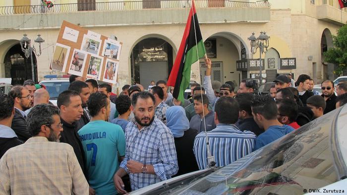 Protesters in Tripoli Copyright: Karlos Zurutuza, DW, Tripoli, Nov. 2013