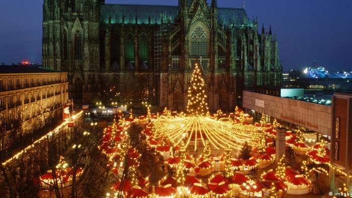 Рождественский базар около Кельнского собора