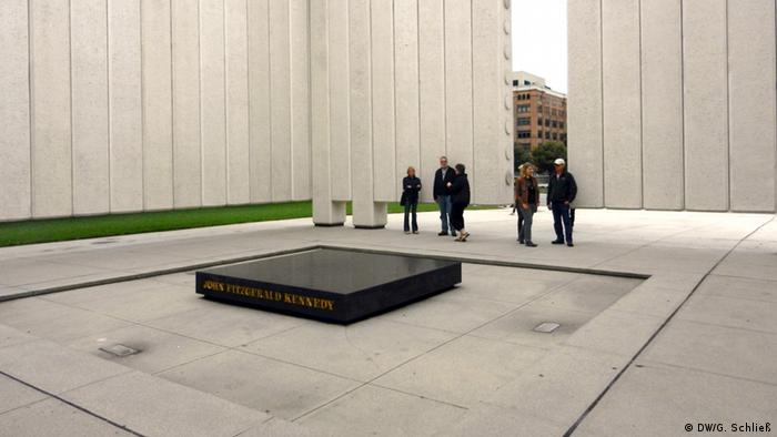 Das John F. Kennedy Memorial in Dallas (Foto: DW/Gero Schließ)