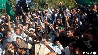 Protestierende Studenten in Dschalalabad (Foto: Reuters)