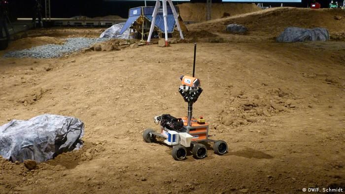 SpaceBot Cup 2013: Robots on a simulated planet (Photo: Fabian Schmidt/DW)