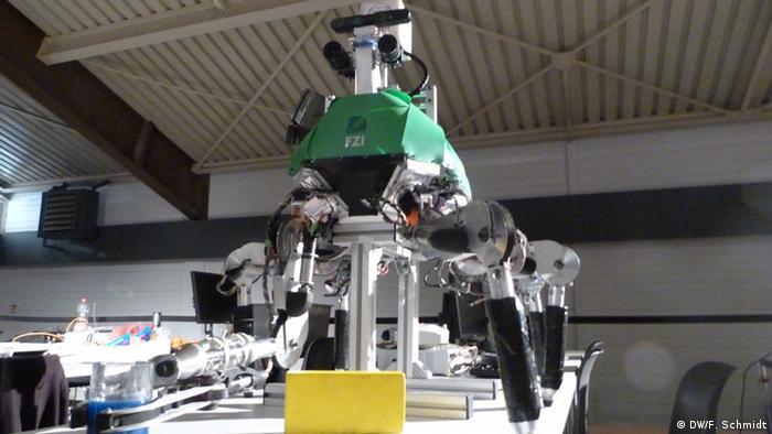 The Lauron Robot at SpaceBot Cup 2013(Photo: Fabian Schmidt/DW)