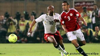 epa03956998 Egypt's Hazem Emam (R) in action against Ghana's Andre Ayew (L) during the FIFA World Cup 2014 qualifying playoff second leg soccer match between Egypt and Ghana in Cairo, Egypt, 19 November 2013. EPA/KHALED ELFIQI pixel
