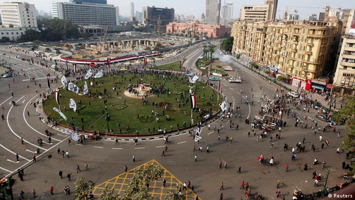 An aerial view shows security forces firing teargas to disperse a crowd in Cairo's Tahrir Square November 19, 2013. Police fired teargas to disperse a crowd of several hundred people in Cairo's Tahrir Square on Tuesday, two years after 42 were killed in protests against military rule. The protests were a mark of the turmoil that has dogged Egypt since the army ousted elected Islamist President Mohamed Mursi in July and took back control of the Arab world's most populous state. REUTERS/Mohamed Abd El Ghany (EGYPT - Tags: POLITICS CIVIL UNREST)