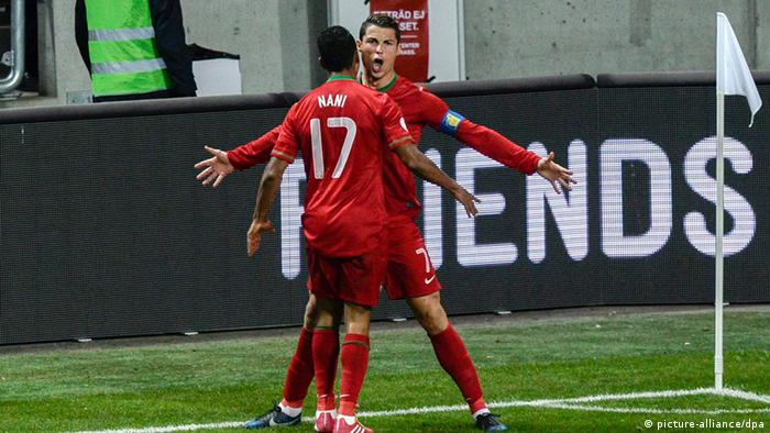 epa03957288 Portugal's Cristiano Ronaldo (R) celebrates scoring the 0-1 goal with team mate Nani during the FIFA World Cup 2014 qualifying playoff second leg soccer match between Sweden and Portugal at Friends Arena in Solna, Sweden, 19 November 2013. EPA/PONTUS LUNDAHL SWEDEN OUT +++(c) dpa - Bildfunk+++