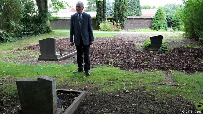 Пастор Ґюнтер Салентін на цвинтарі