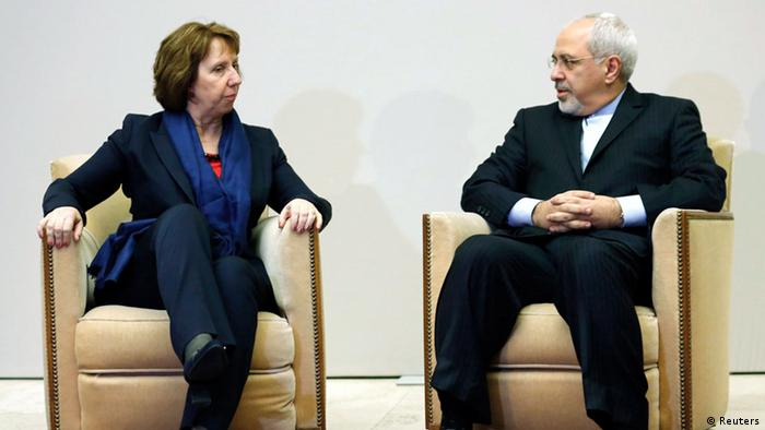European Union foreign policy chief Catherine Ashton (L) talks with Iranian Foreign Minister Mohammad Javad Zarif during a photo opportunity before the start of three days of closed-door nuclear talks at the United Nations European headquarters in Geneva November 20, 2013. REUTERS/Denis Balibouse (SWITZERLAND - Tags: POLITICS)