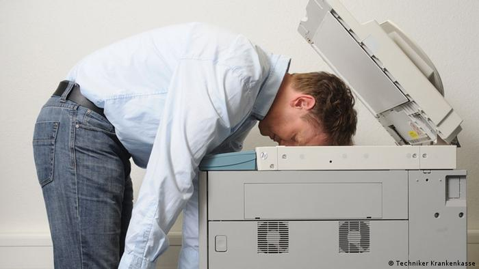Symbolbild Burnout Nervenzusammenbruch (Techniker Krankenkasse)