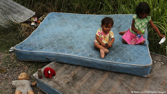Two children sit on a dirty mattress in Honduras Photo: Spencer Platt/Getty Images
