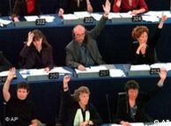 През 2005 евродепутати в Брюксел гласуват за началото на преговорите за приемане на Турция в ЕС