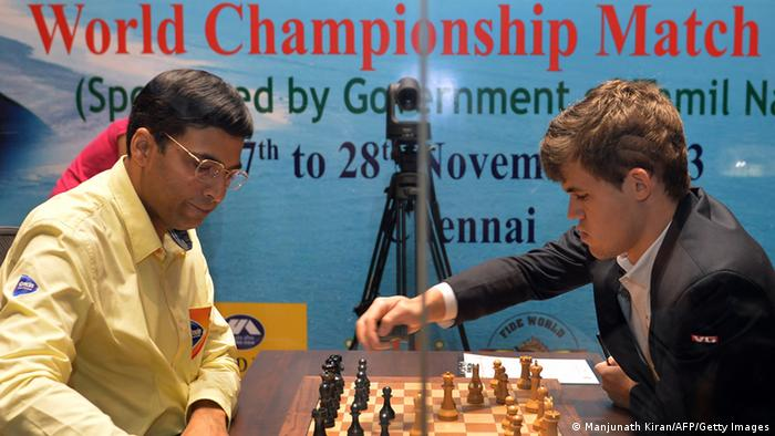 Schach Weltmeister Anand vs Carlsen Chennai 22.11.2013 (Foto: Manjunath Kiran/AFP/Getty Images)