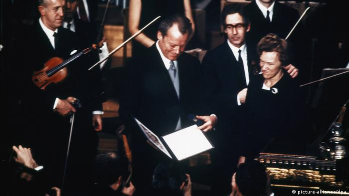 برانت درسال 1971 در اسلو هنگام اهدای جایزه صلح نوبل