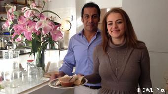 Jana Luepke and Leonardo Yomayuza Moreno at Zum goldenen Krümmel, Photo: DW/L. Pitu