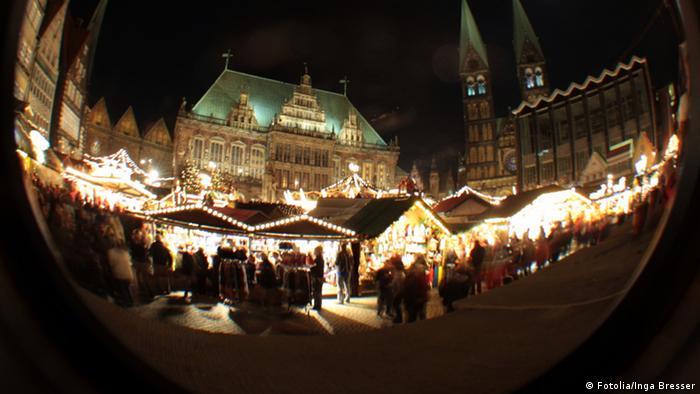 Рождественский базар перед Старой ратушей в Бремене