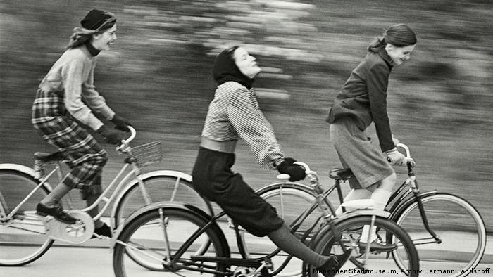 Фото Геррманна Ландсгоффа Велосипедисти (1946)