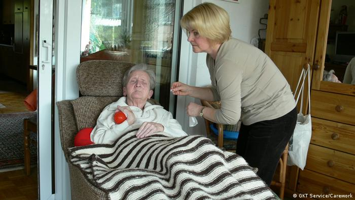 Setki tysiące Polek opiekuje się seniorami i chorymi w Niemczech