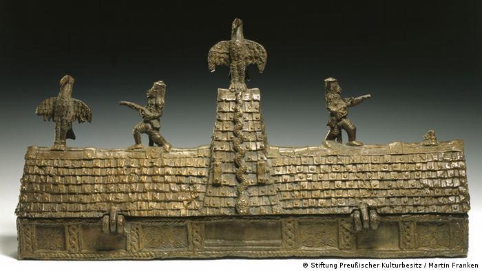 Behälter in Form eines Palastgebäudes Nigeria, Königreich Benin 18. Jh. (Foto: Stiftung Preußischer Kulturbesitz / Martin Franken)
