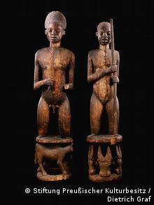 Gedenkfiguren eines Königs und einer Königinmutter Kamerun, Königreich Kom, 19. Jh. (Foto: Stiftung Preußischer Kulturbesitz / Dietrich Graf)