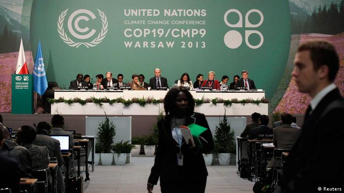 Delegates attend the closing session of the 19th conference of the United Nations Framework Convention on Climate Change (COP19) in Warsaw November 22, 2013. REUTERS/Kacper Pempel (POLAND - Tags: ENVIRONMENT BUSINESS POLITICS)