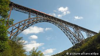 Müngstener Brücke Eisenbahnbrücke Deutsche Bahn Sanierung (Foto: dpa)