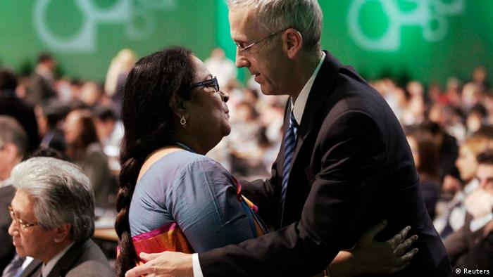 India's Environment Minister Jayanthi Natarajan embraces U.S. climate envoy Todd Stern at the closing session during the 19th conference of the United Nations Framework Convention on Climate Change (COP19) in Warsaw November 23, 2013. REUTERS/Kacper Pempel (POLAND - Tags: ENVIRONMENT BUSINESS POLITICS)
