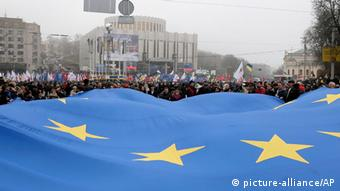 Demonstration der Oppositionsparteien für eine EU-Annäherung der Ukraine (Foto: AP Photo/Efrem Lukatsky)