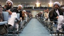 Auf den Bildern sind Mitglieder der afghanische Ratsversammlung (Loya Jirga) in Kabul, Afghanistan, zu sehen. Hussain Sirat, DW-Korrespondent hat diese Bilder am 24.11.14 aufgenommen und alle Rechte gehören der DW.