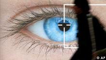 Ein Besucher der Fachmesse fuer Augenoptik und Brillenmode OPTI 2005 geht am Freitag, 28. Januar 2005, auf dem Messegelaende in Muenchen an einem Plakat mit einem ueberdimensionalen Auge vorbei. Bis zum 30. Januar koennen sich Fachbesucher ueber die neusten Trends und Entwicklungen der Branche informieren. (AP Photo/Uwe Lein)