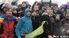 Protestkundgebung in Lwiw 25.11. gegen den Stopp der EU-Integration der Ukraine Mehrere Tausend vor allem jungen Leute (Studenten) protestieren in Lemberg gegen die Entscheidung der Regierung der Ukraine, ein Freihandelsabkommen mit der EU nicht zu unterzeichnen. Tags: Studenten, Protest, Lwiw, Lemberg, EU, Ukraine, Assoziierung, Euromaidan Autorin: Halyna Stadnyk Datum: 25.11.2013