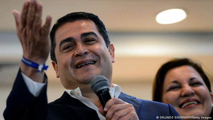 Honduras ruling right-wing National Party presidential candidate Juan Orlando Hernandez answers questions from the press in Tegucigalpa, on November 25, 2013. AFP PHOTO / Orlando SIERRA