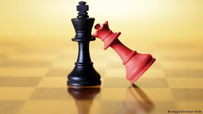 Koalitionsverhandlungen Symbolbild Schachfiguren OVERLAY