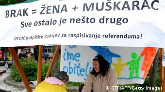 Ein Stand zum sammeln der Unterschriften für das Referendum (Foto: AFP PHOTO / STR /Getty Images)