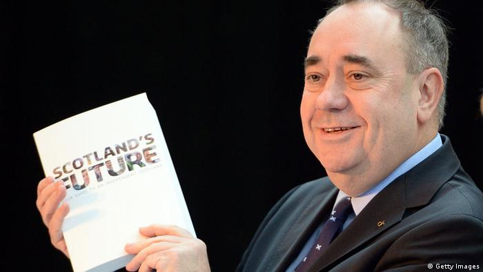 GLASGOW, SCOTLAND - NOVEMBER 26: Scottish First Minister Alex Salmond (L) and Deputy First Minister Nicola Sturgeon present the White Paper for Scottish independance at the Science Museum Glasgow on November 26, 2013 in Glasgow, Scotland. The 670 page document details plans for an independent Scotland, covering proposals for currency, EU membership and defense amongst other topics. The paper, entitled Scotland's future: Your guide to an independent Scotland is launched ahead of the referendum for independence, which will take place on 18 September, 2014, and may see Scotland splitting from the rest of the United Kingdom. (Photo by Jeff J Mitchell/Getty Images)