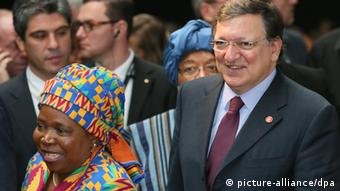 European Commission President Jose Manuel Barroso (R) and Chairperson of the African Union Commission Nkosazana Dlamini Zuma (L) attend the European Development Day forum, (photo: EPA/OLIVIER HOSLET)