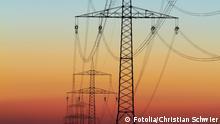 Symbolbild Strom Energie Hochspannungsleitung Wirtschaft