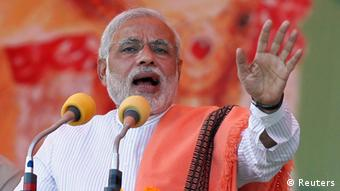 Hindu nationalist Narendra Modi, prime ministerial candidate for India's main opposition Bharatiya Janata Party (BJP), addresses a rally in the northern Indian city of Agra November 21, 2013. (Photo: Reuters)