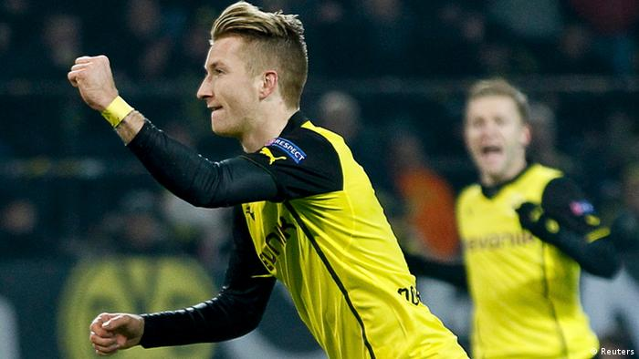 Borussia Dortmund's Marco Reus (L) celebrates after scoring a goal on penalty against Napoli during their Champions League group F soccer match in Dortmund November 26, 2013. REUTERS/Ina Fassbender (GERMANY - Tags: SPORT SOCCER)