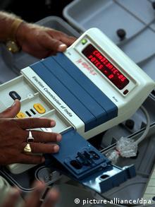 Indien Wahlen Wahlmaschine Archiv 2009