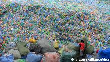 Recycling von Plastikflaschen in China