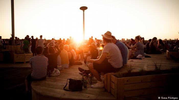 bar Klunkerkranich on top of a parking deck at sunset, copyright: Svea Pöstges