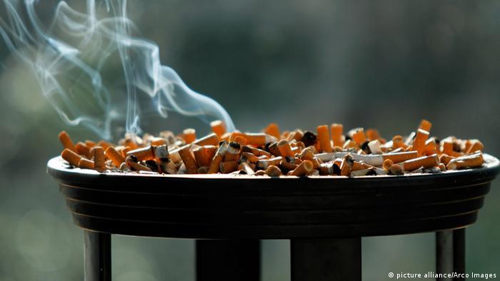 Symbolbild Zigaretten EU Lobby (picture alliance/Arco Images)
