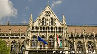 Ungarischer Parlament in Budapest (DW)